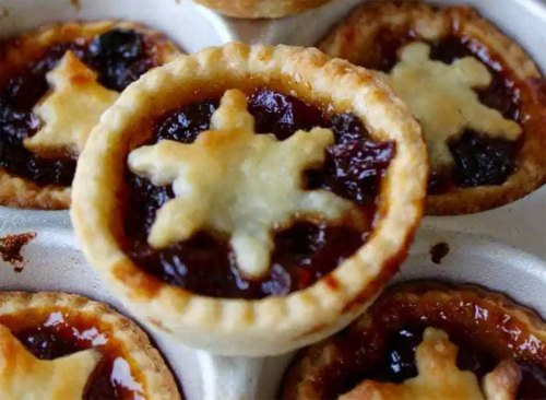 mincemeat pies with snowflake shaped dough topping