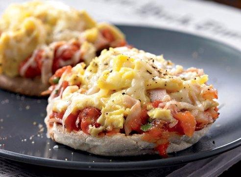Healthy breakfast pizzas