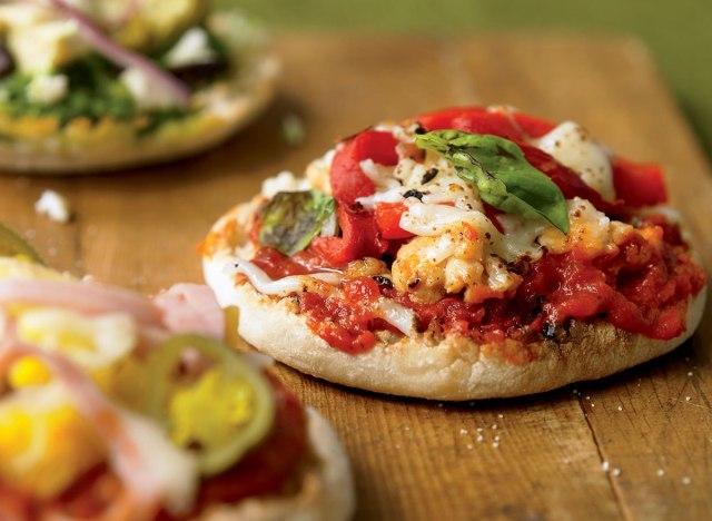 Low-calorie mini pizzas 3 ways