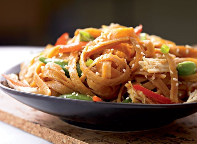 Healthy sesame noodles with chicken