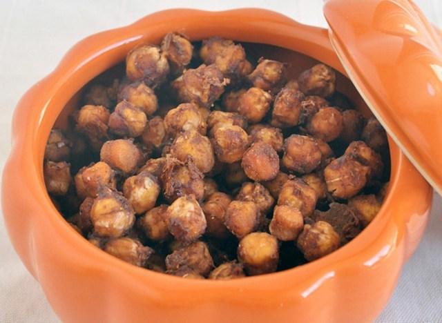 pumpkin spice roasted chickpeas