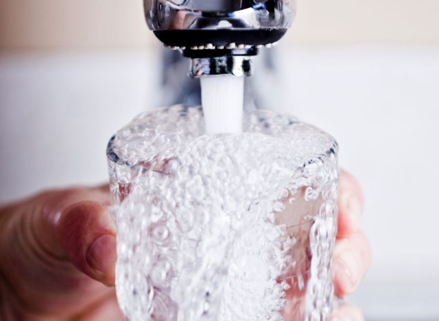 Faucet filling water glass