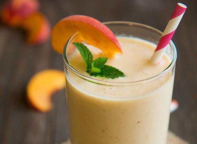 peach oat breakfast smoothie